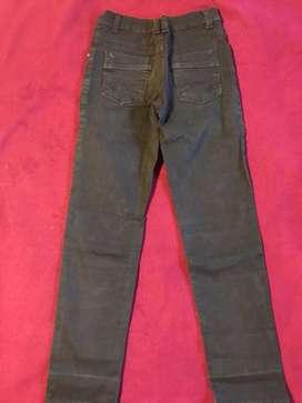 Pantalón azul tipo jeans. Talle 8.
