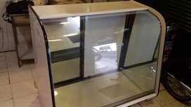 Vitrina de vidrio curvo