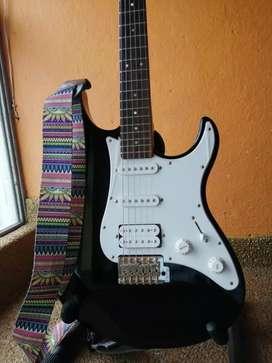 Oferta Guitarra eléctrica yamaha pacífica 012,  en 370 mil pesos con hermosa correa de seguridad como nueva