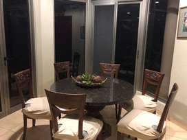 Mesa de mármol comedor diario con 6 sillas talladas