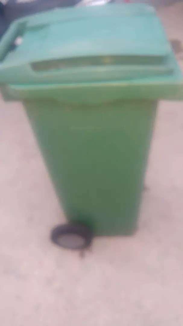 Contenedor de basura 0