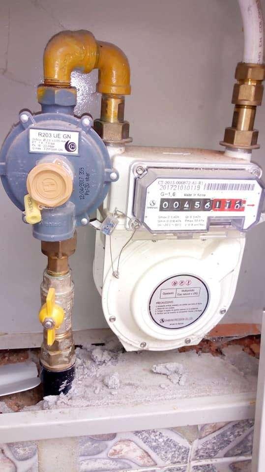 técnico en instalación de redes de gas, ele ctricidad y acueducto. 0