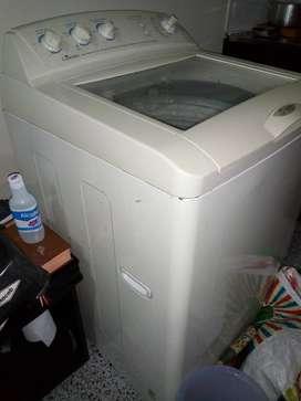 Lavadora mala para repuestos Centrales