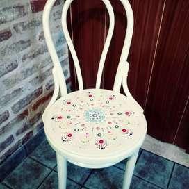 Silla thonet pintada a mano estilo vintage