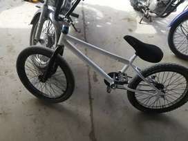 Vendo bicicleta Aro 20 9/10 precio negociable