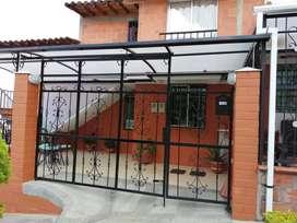 Venta de casa bifamiliar barrio La Campiña