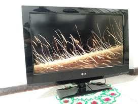 TV lg negro con base de mesa