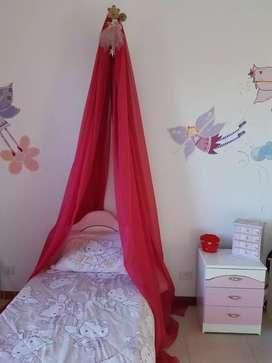 Vendo juego de dormitorio infantil - cama mesa de luz - baul y deco