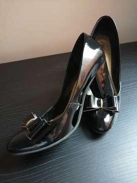Hermosos Zapatos en Charol