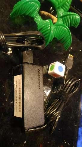 Cargador Lenovo original punta yoga 20 voltios a 2.25 amperios portátil computador