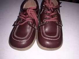 Zapatos colegiales de niño