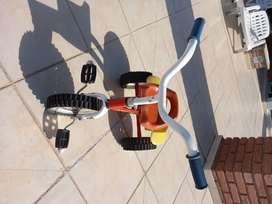 Triciclo Tomy  Varón (usado)