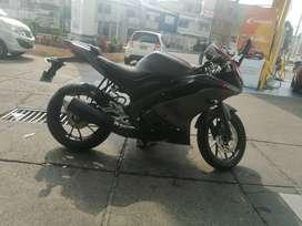 vendo moto R15 modelo 2021