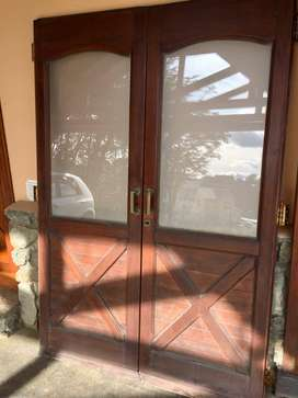 Puerta dos hojas de madera