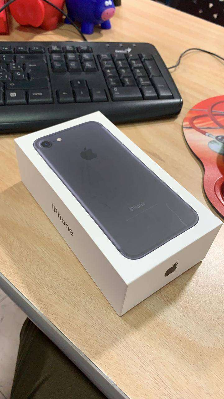 Iphone 7 Black 128 GB 0