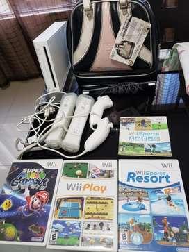 Nintendo Wii  2 controles  2 nunchuk  estuche  Super Mario Galaxy