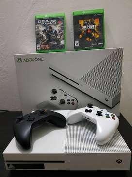 Xbox One S con 2 controles,2 juegos fisicos 500 GB