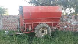 Zorrillo agricola de 120 bultos de capacidad y una doble de tractor