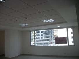 Oficina de 68m^2, 2 líneas telefónicas, mueble para cafetería, 2 baños, parqueadero, bodega