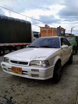 Mazda 323 blanco perlado