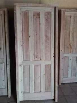 Vendo puertas de eucalipto