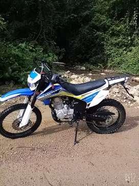 Se vende moto daytona 250