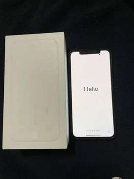 Vendo Iphone X color blanco 256 GB + cubo original + audifonos originales