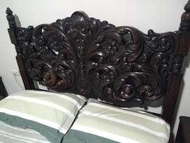 Vendo Juego de dormitorio antiguo, único, tallado a mano. Padouk Africano estilo barroco español