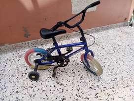 "Bicicleta marca Champion para niña de 0.90 cm a 105. cm de altura. rueda 12 """