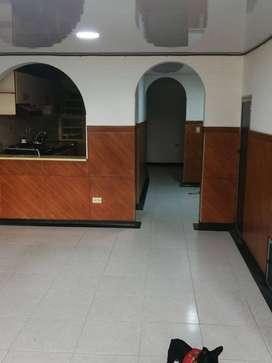 se vende casa  de tres niveles en el sector de la antigua brasilia