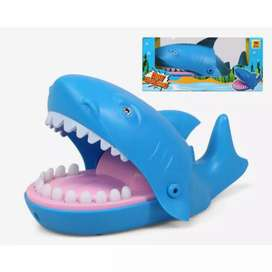 Tiburón mordelon juguete.