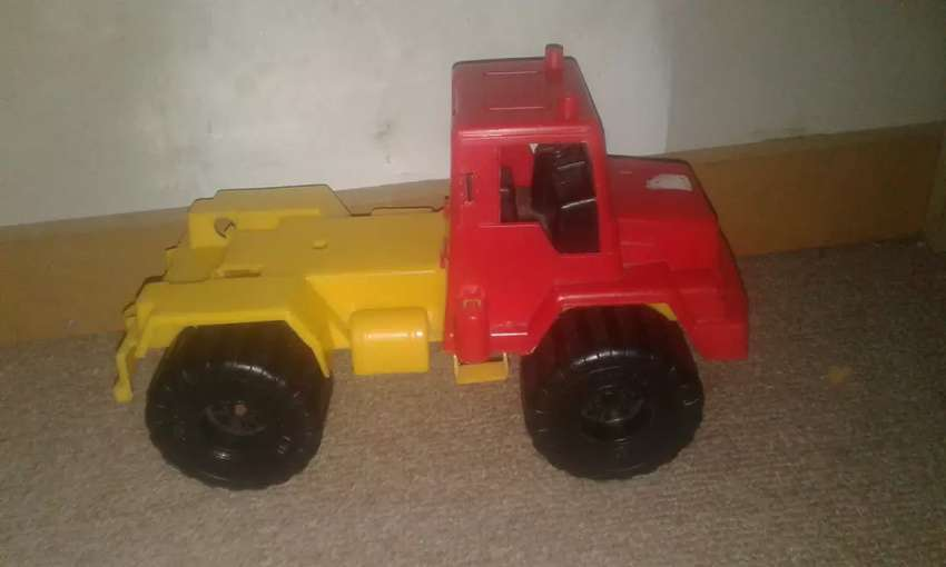 Camion de juguete en buen estado 0