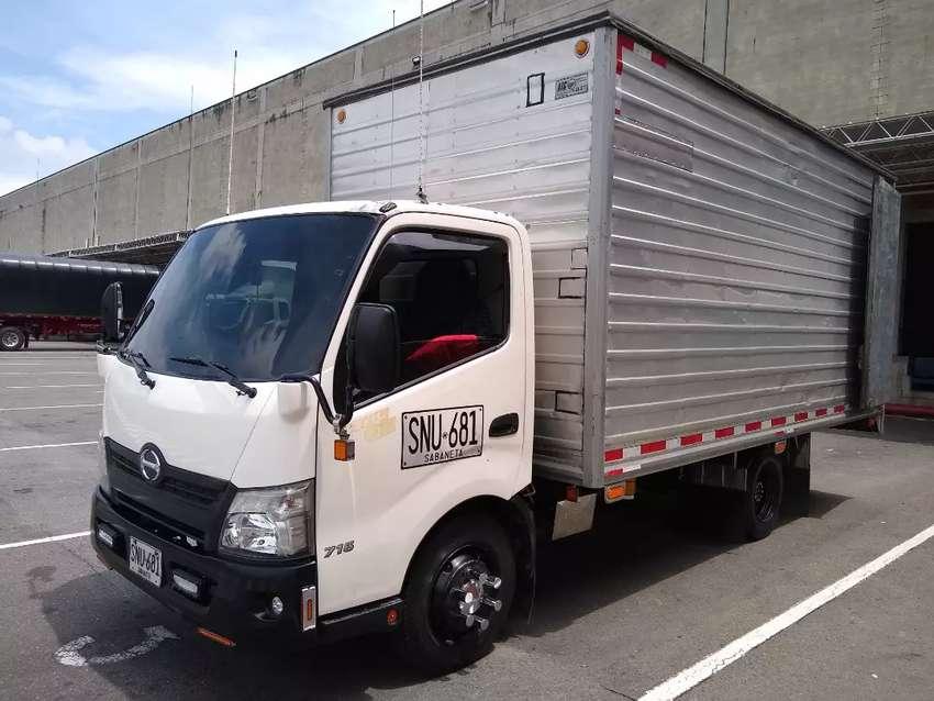 Hino, modelo 2014, furgón seco y refriguerado 0