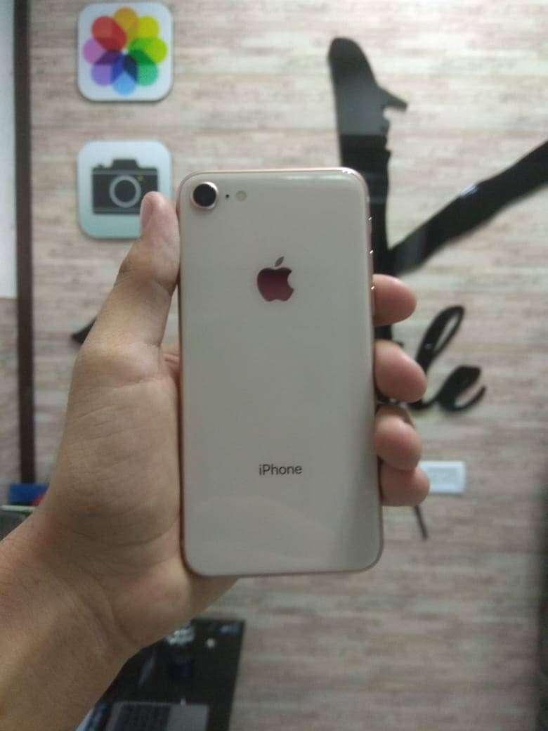 iPhone 8 de 64gb con garantía + obsequio 0
