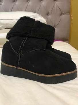Botas Negras de Invierno Tipo Pantubota
