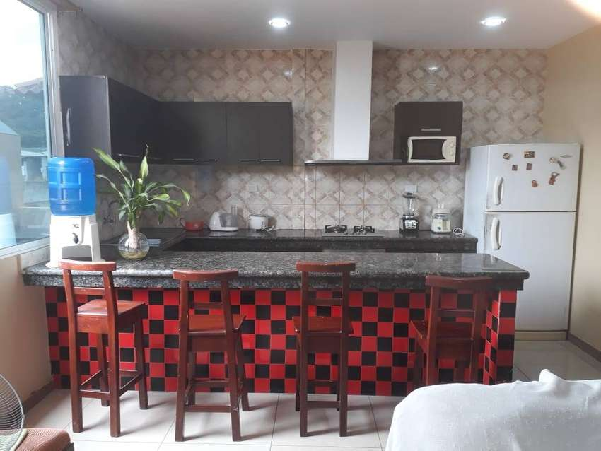 Casa rentera de tres pisos en Bellavista -  Guayaquil Norte 0