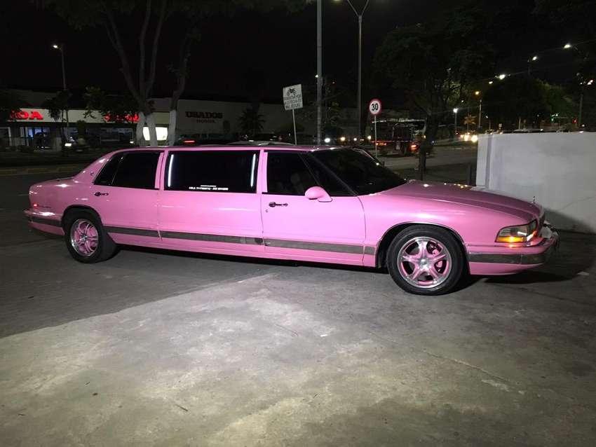 Alquiler de limusina rosada 0