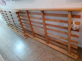 Dods camas dew una plaza de pino, que se montan y se hacen cuchetas.