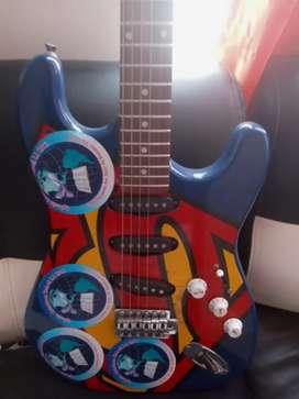 Venta de hermosa guitarra electrica de 6 cuerdas faltan 2 en muy buen estado como se en las fotos muy economica. Unico p