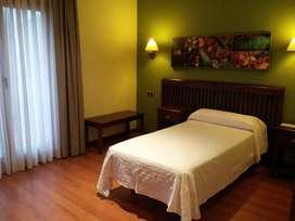 Alquiler amplia habitación individual, hombre solo. residencial Olivos,Bs,As.,Arg., 15000$Arg./mes