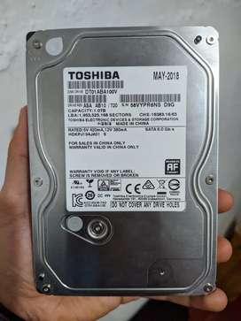 Disco duro marca Toshiba de 1 Terabyte en buen estado.