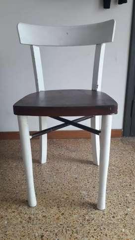 Hermosas sillas de madera y caño