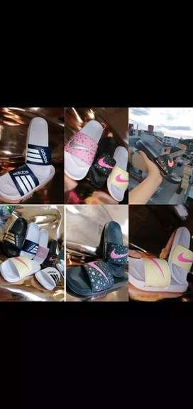 Sandalias nike y adidas.
