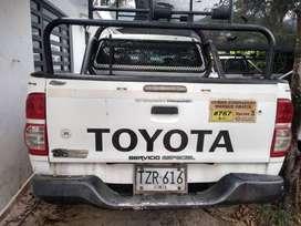 Camioneta 4X4 Toyota Hilux publica