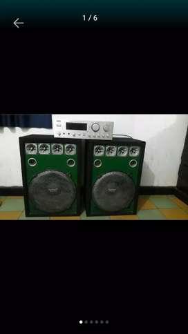 Se vende planta de sonido, con 2 bafles grandes. Marca spain en buenas condiciones en Bucaramanga.