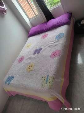 Base cama con colchón