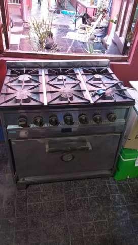 Cocina 6 hornallas, horno con ladrillos refractarios