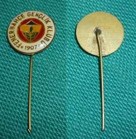 RARO PIN DISTINTIVO FENERBAHCE GENCLIK DE TURQUIA . 1980 FUTBOL DIVISION JUVENIL DEL CLUB TURCO