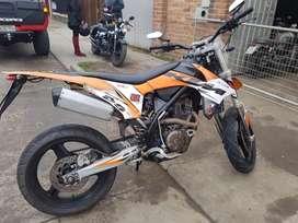 Vendo Moto Factory como nueva. Año 2014. Motor 250cc. Papeles al dia, unico dueño.
