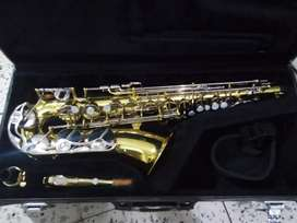 Se vende saxofon Alto Yamaha yas23 made in japan